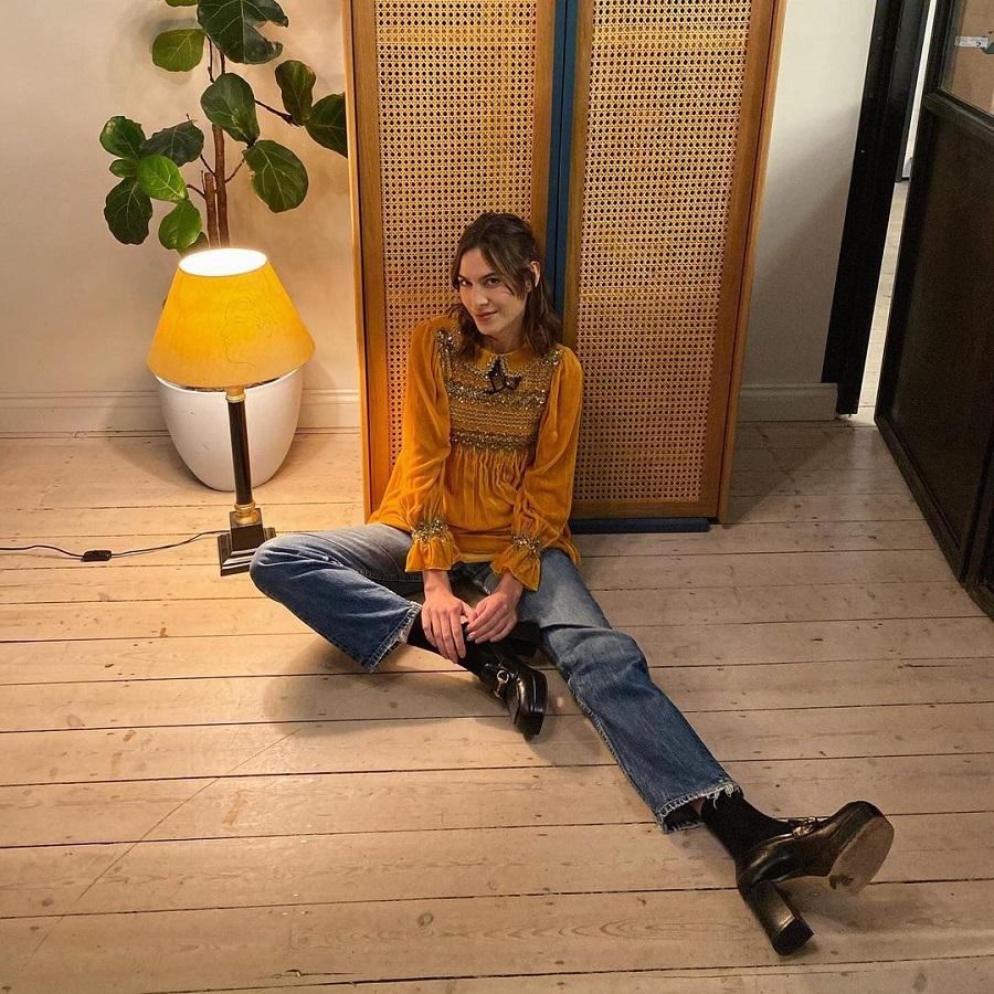 Ποια είναι η hot fashion τάση που φορά η Alexa Chung;