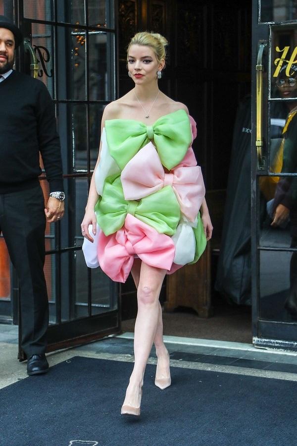 H Anya Taylor-Joy εντυπωσίασε φορώντας Σίλια Κριθαριώτη
