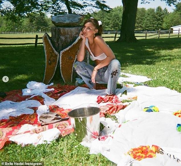 Τα tie dye μπλουζάκια της Bella Hadid για την πανδημία