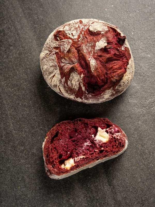 ψωμι με παντζαρι και κατσικισιο τυρι