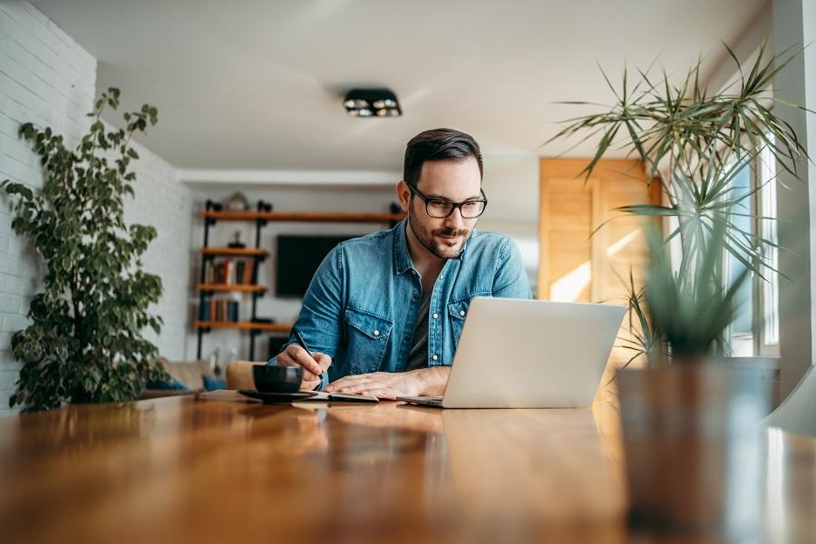 Πώς θα δείχνετε περιποιημένος στο επαγγελματικό τηλε-ραντεβού σας