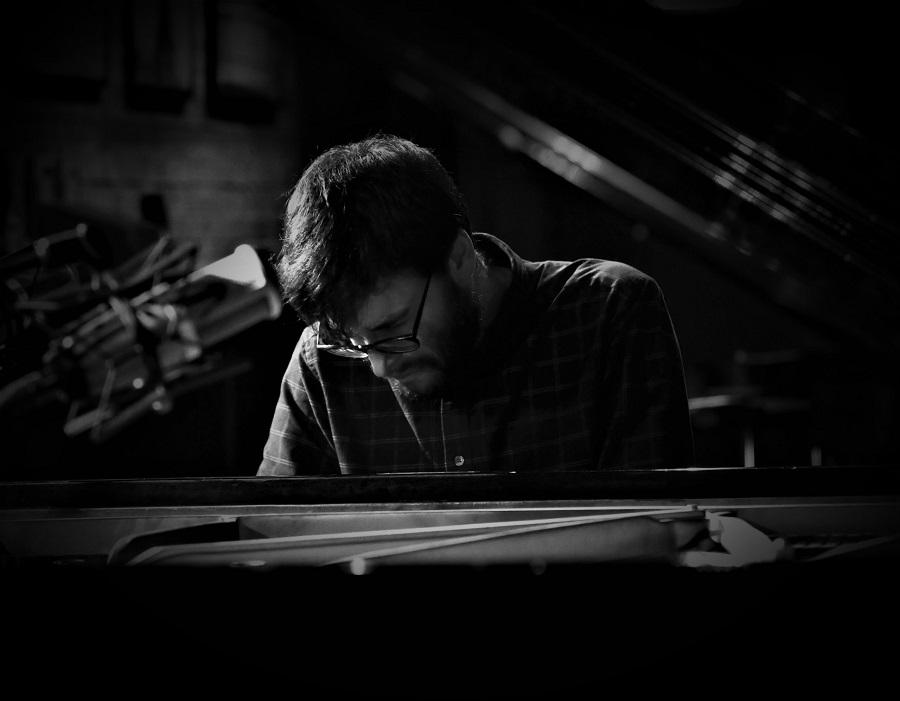 Ο χαρισματικός μουσικός και πιανίστας Νικόλας Αναδολής