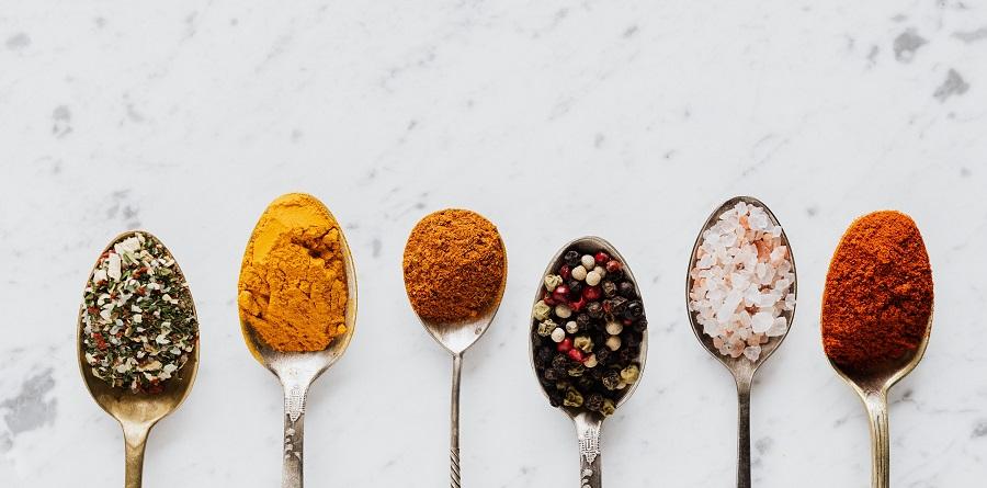 Ποια μπαχαρικά κάνουν πιο νόστιμο το φαγητό μας;