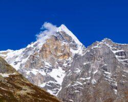 Όρος Μερού: Αναρρίχηση που σου κόβει την ανάσα