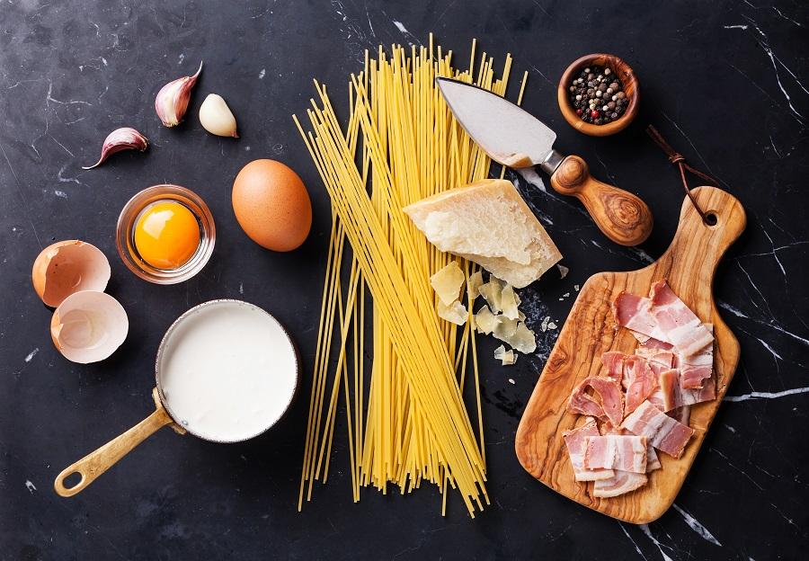 5 chef σου δείχνουν πώς θα φτιάξεις carbonara