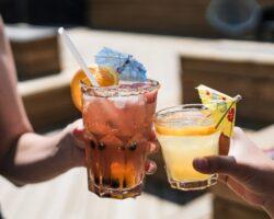 Ποια cocktails έχουν τις πιο λίγες θερμίδες;