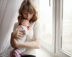 Έτσι θα ηρεμήσετε το μωράκι σας που κλαίει ασταμάτητα