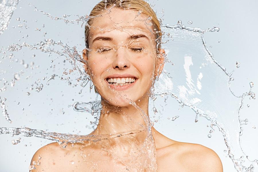 5 χρυσά tips για να πίνεις πιο πολύ νερό